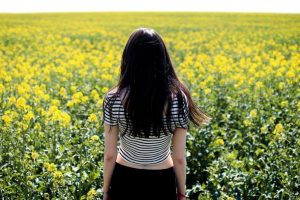 woman in front of flowers | Burnaby, New Westminster | Sports Therapy & Chiropractic Clinic