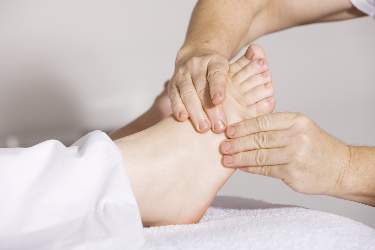 burnaby massage therapist | feet massage | Pacific Health and Sports Therapy